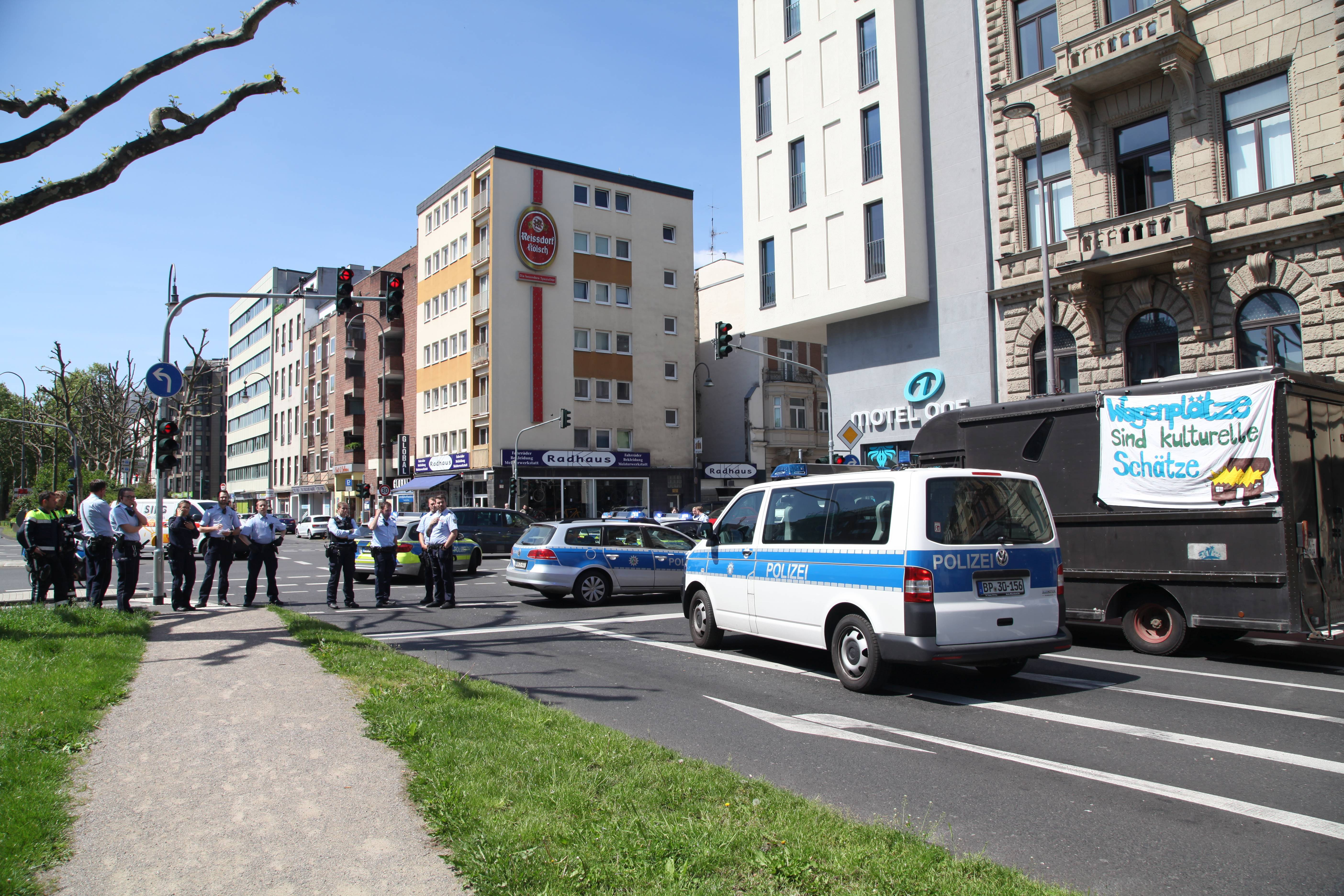 Konvoi Polizeipraesenz